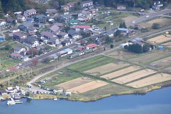 2020年10月25日撮影 大糸線は木崎湖俯瞰 リゾートビュー ふるさと 海ノ口駅通過
