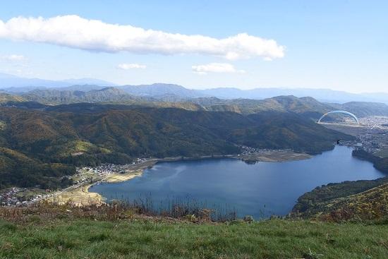 2020年10月25日撮影 大糸線は木崎湖俯瞰 リゾートビューふるさととパラグライダー