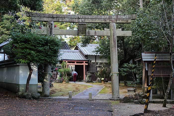 釣殿神社(西畑) 砂モチ1