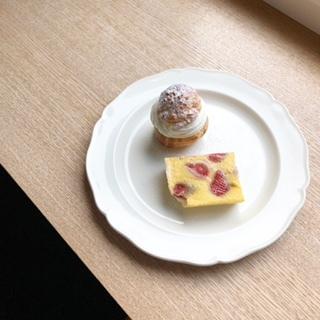 シュークリームと苺のプディング