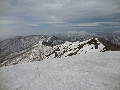 ⑧三国山(左奥)