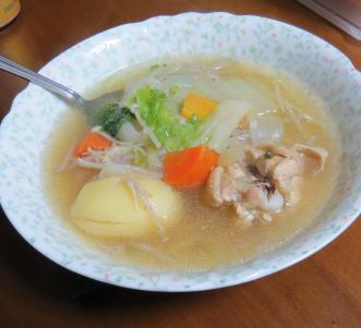 ニンジン入り鶏肉スープ