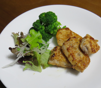 ブロッコリーと魚肉料理