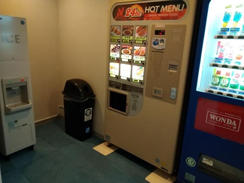 自販機コーナー、製氷機