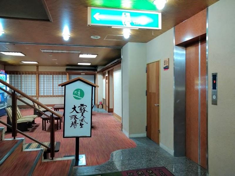 東館地下エレベーター