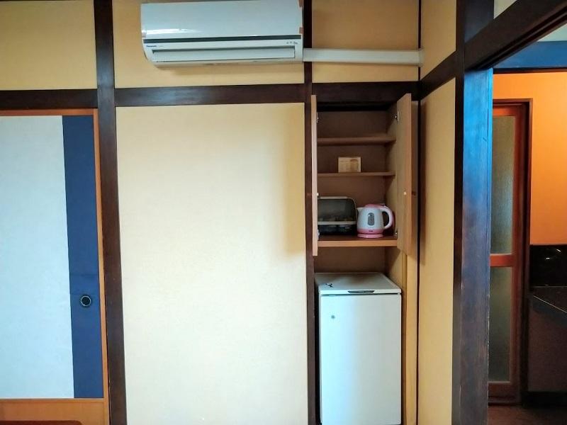 和室_冷蔵庫、電気ポット