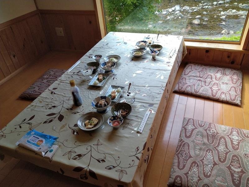 朝食_テーブル