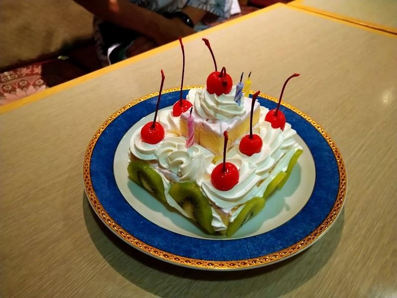 夕食_祝いのケーキサービス