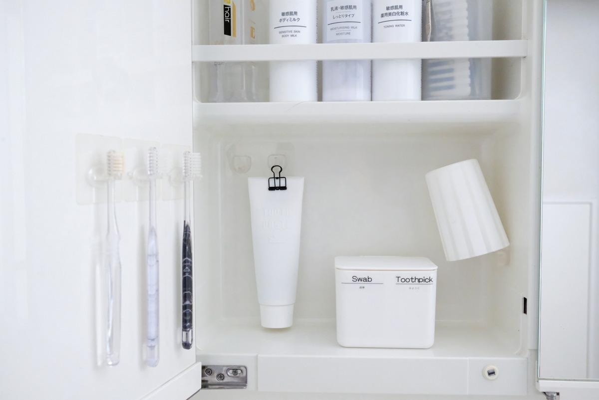 セリア・シリコン製歯磨き粉カバー・洗面所・洗面台鏡裏②