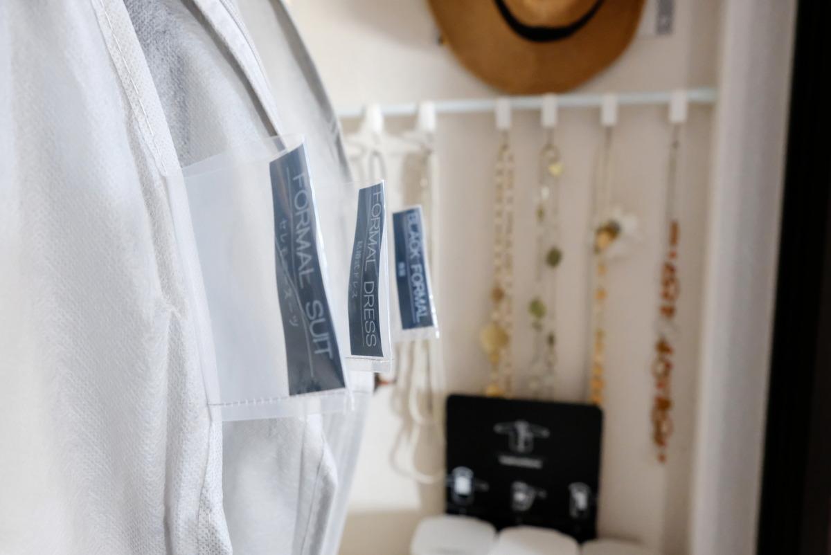 セリア・出しやすいワンピース収納袋・子供部屋・自分クローゼット・冠婚葬祭服収納①