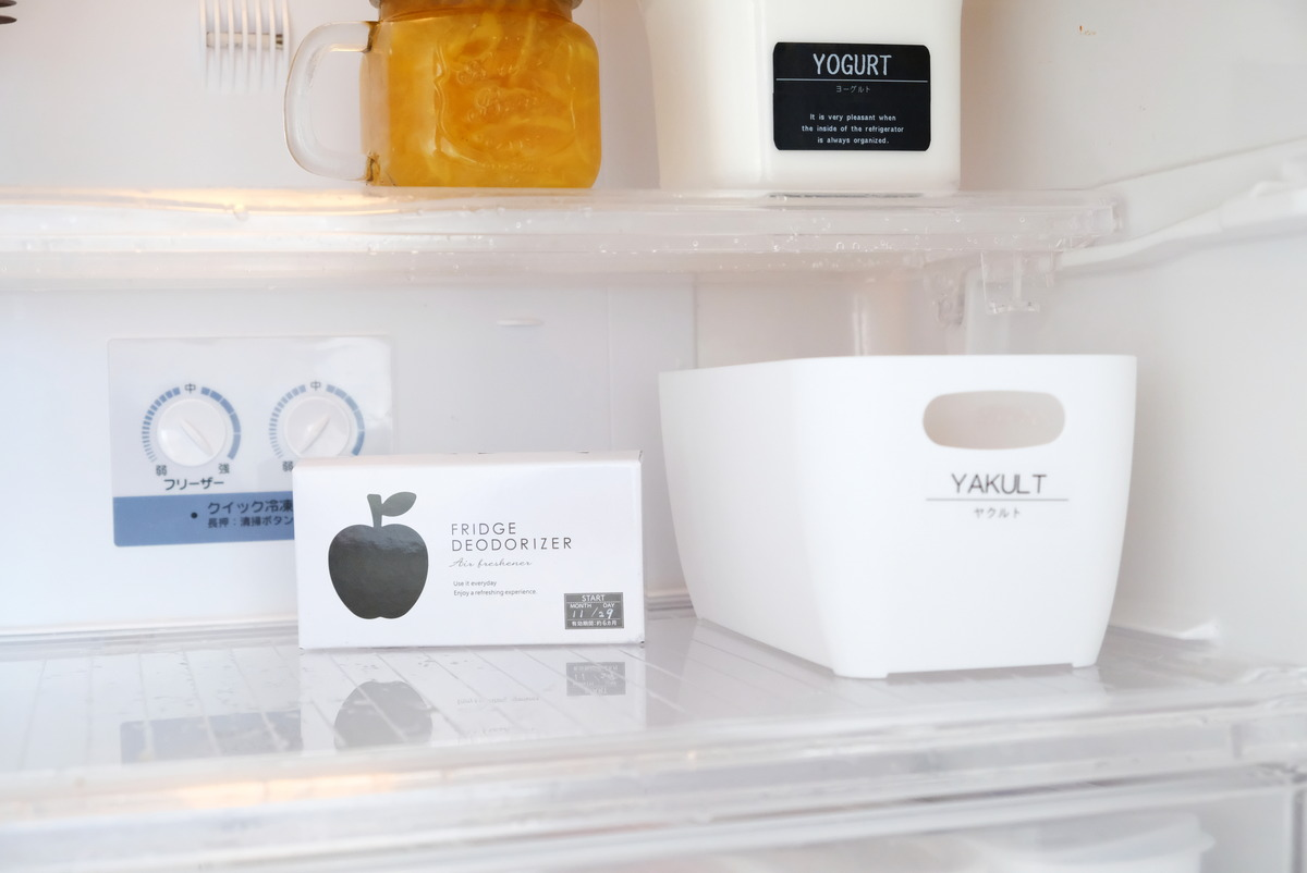 セリア・活性炭脱臭剤・冷蔵庫用①