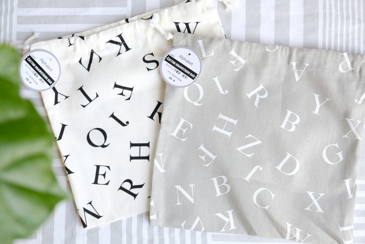キャンドゥ・コットン巾着袋(英字)①