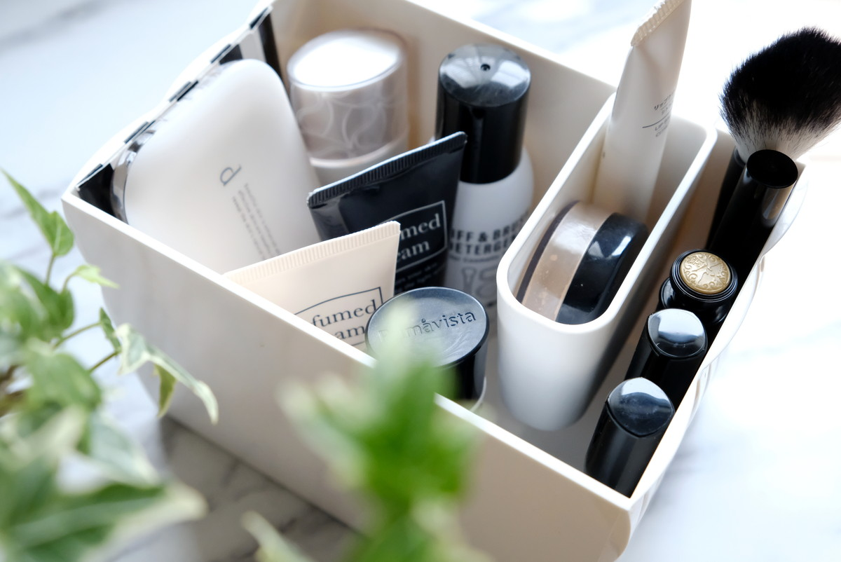 セリア・冷蔵庫ポケットの仕切りになるケース・化粧品収納①