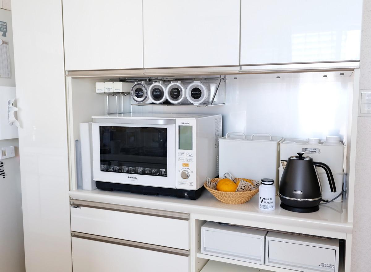 デロンギ・ディスティンタ・電気ケトル・キッチン・パモウナ・食器棚①