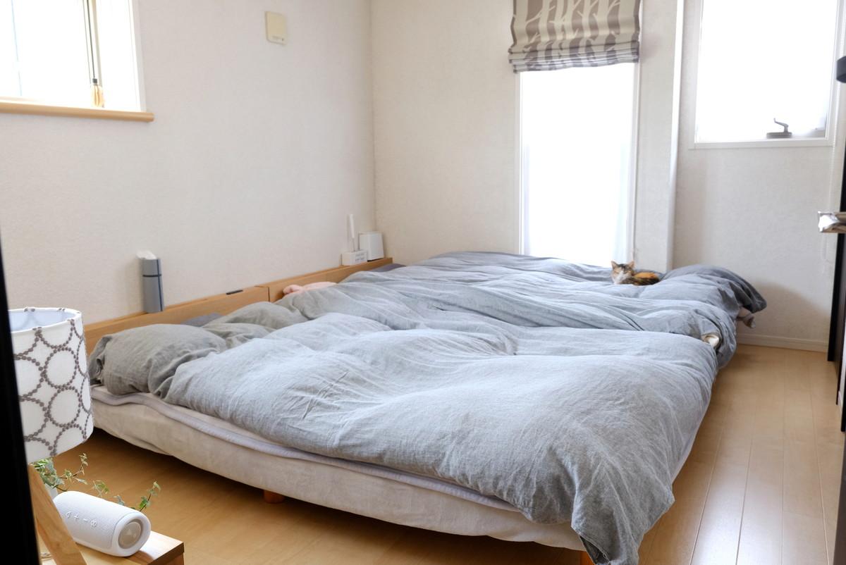 寝室・ミナペルホネン・スタンドライト・愛猫①