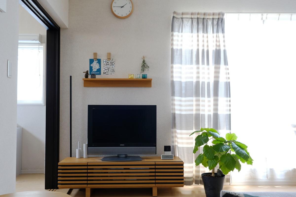 MOEBE(ムーベ)ピンチ・リビング全体・テレビ上・無印・壁に付けられるシェルフ①