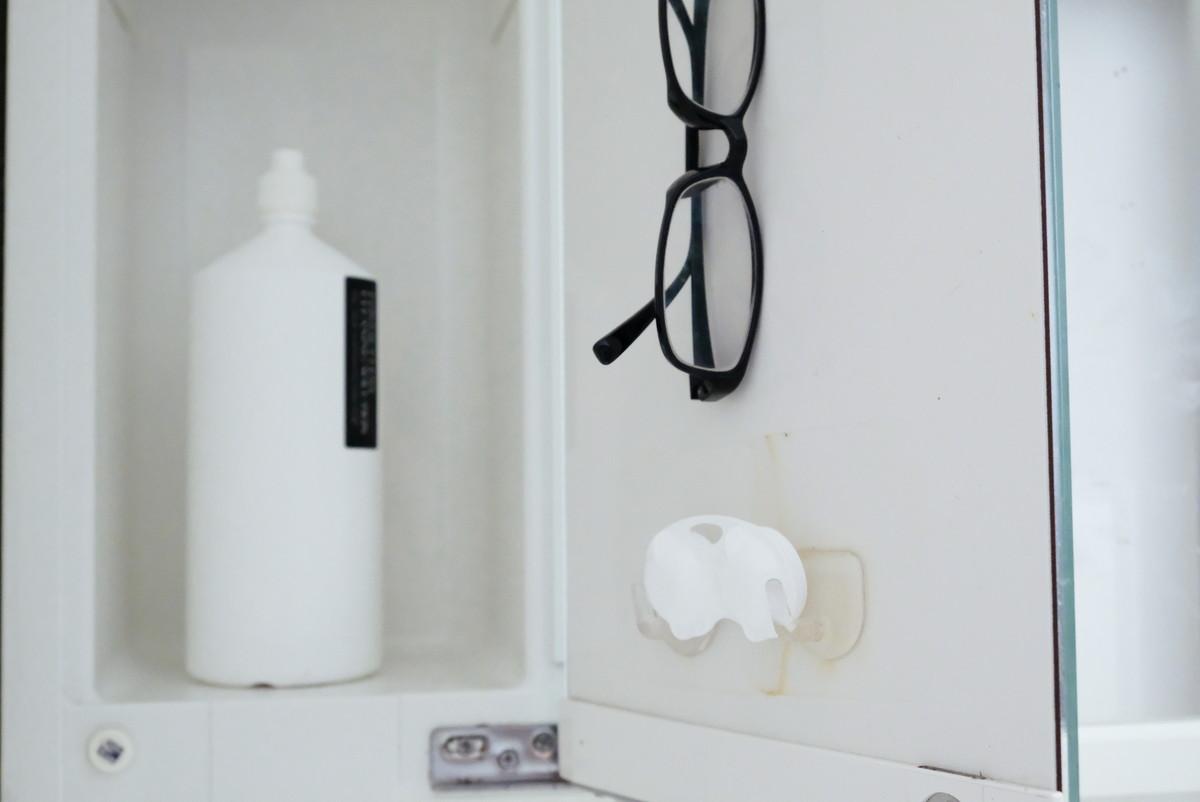 洗面所・洗面台・鏡裏・コンタクトケース収納①