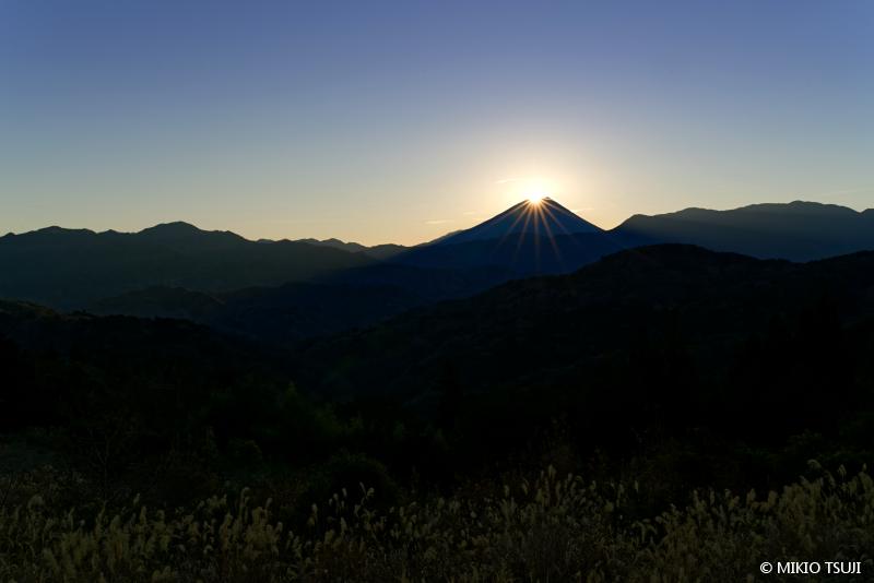 絶景探しの旅 - 絶景写真No.1548 厳かな朝の昇るダイヤモンド富士 (山梨県 富士川町)
