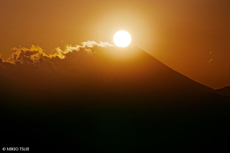 絶景探しの旅 - 絶景写真No.1549 ダイナミックに沈むダイヤモンド富士 (東京都 八王子市)