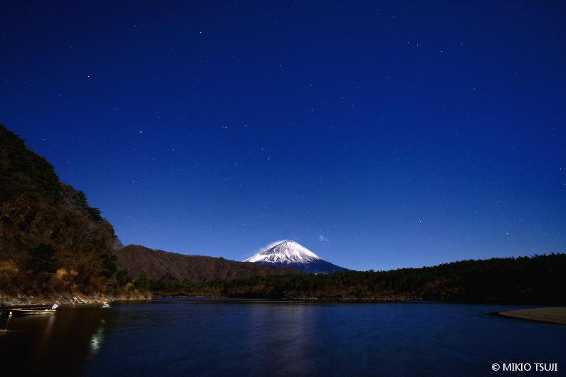 絶景探しの旅 - 絶景写真No.1591 西湖の夜 (山梨県 富士河口湖町)