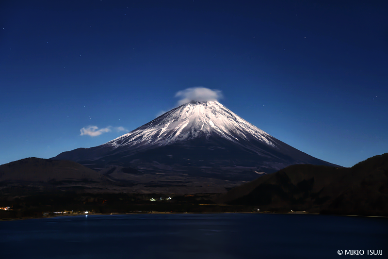 絶景探しの旅 - 絶景写真No.1593 本栖湖と富士山 (山梨県 身延町)