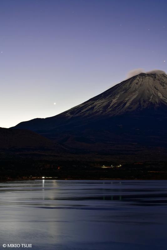 絶景探しの旅 - 絶景写真No.1594 夜明け (本栖湖/山梨県 身延町)