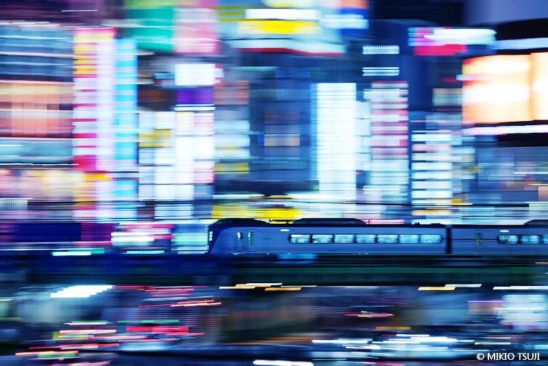 絶景探しの旅 - 絶景写真No.1629 ワープ 走行 (東京都 新宿区)