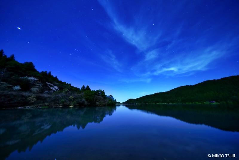 絶景探しの旅 - 絶景写真No.1647 雲仙 春の夜 (おしどりの池/長崎県 雲仙市)